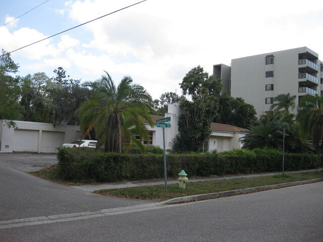 711  S. Palm Avenue, Sarasota real estate Photo 2 of 4