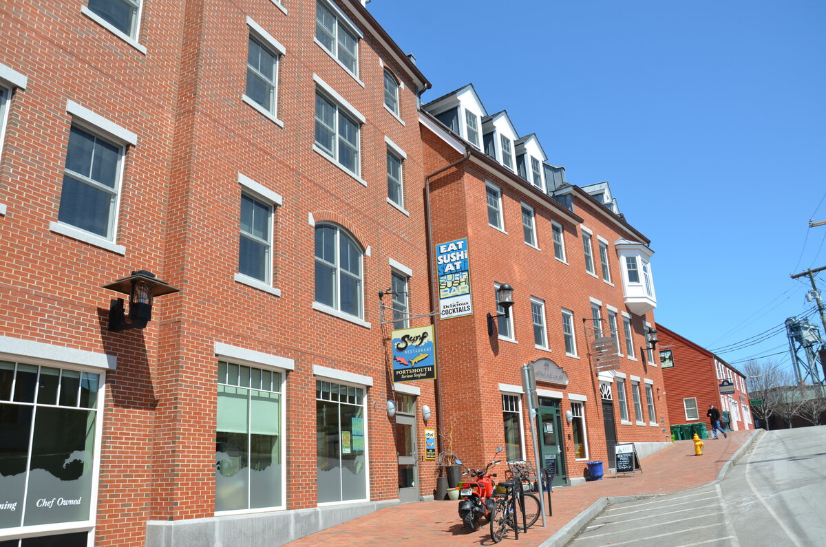 Surf restaurant portsmouth nh downtown restaurants for Michaels crafts newington nh